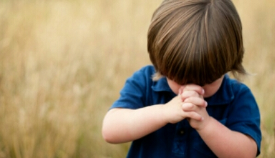 child praying - Study:Religious kids are meaner and less generous than atheists