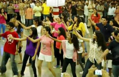 "images 3.jpg 3 - Watch ""Flashmob at Mumbai's Chhatrapati Shivaji Station""on RDB"
