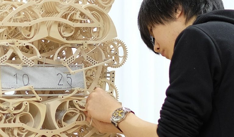 Japanese Genius Student Creates Wooden Clock That Writes Time Every Minute