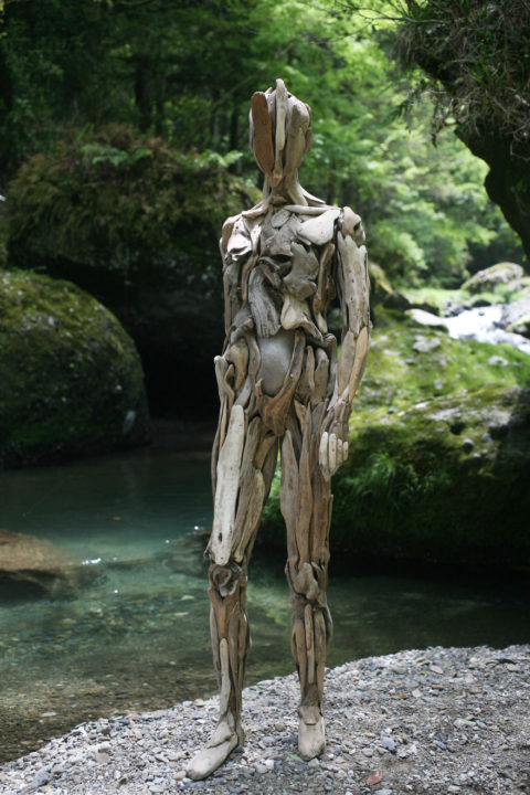 1486541935 828 haunting driftwood sculptures by japanese artist nagato iwasaki - Japanese Artist Nagato Iwasaki Creates Amazing Driftwood Sculptures That Will Scare You