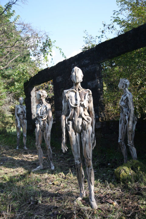 1486541935 997 haunting driftwood sculptures by japanese artist nagato iwasaki - Japanese Artist Nagato Iwasaki Creates Amazing Driftwood Sculptures That Will Scare You