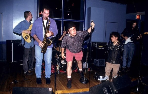 peter dinklage was the frontman of a punk rock group in the 90s 8 photos 21 - Rare Photos Of Peter Dinklage When He Was The Frontman Of A Punk Rock Group In The 90's