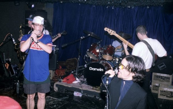 peter dinklage was the frontman of a punk rock group in the 90s 8 photos 22 - Rare Photos Of Peter Dinklage When He Was The Frontman Of A Punk Rock Group In The 90's