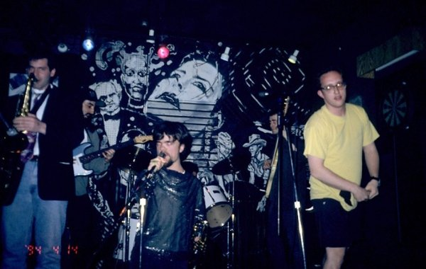 peter dinklage was the frontman of a punk rock group in the 90s 8 photos 27 - Rare Photos Of Peter Dinklage When He Was The Frontman Of A Punk Rock Group In The 90's