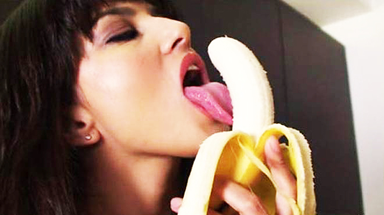 15 Problems That All Girls Face While Giving A Blow Job