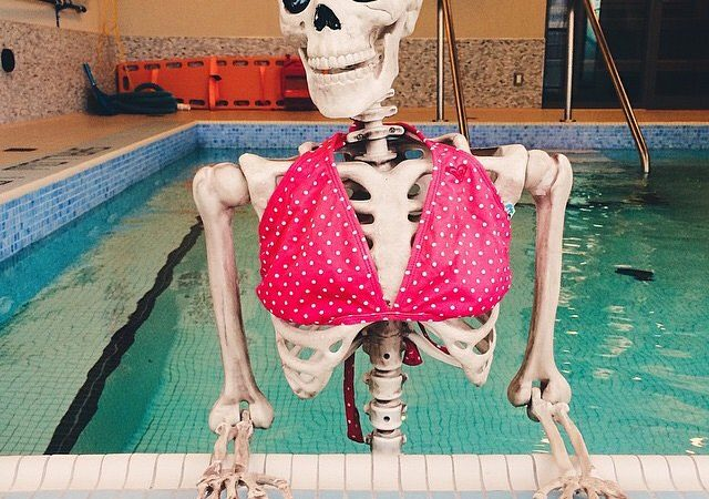 Meet Skellie: A Skeleton That Mocks Instagram Girls Photos And Its Damn Hilarious