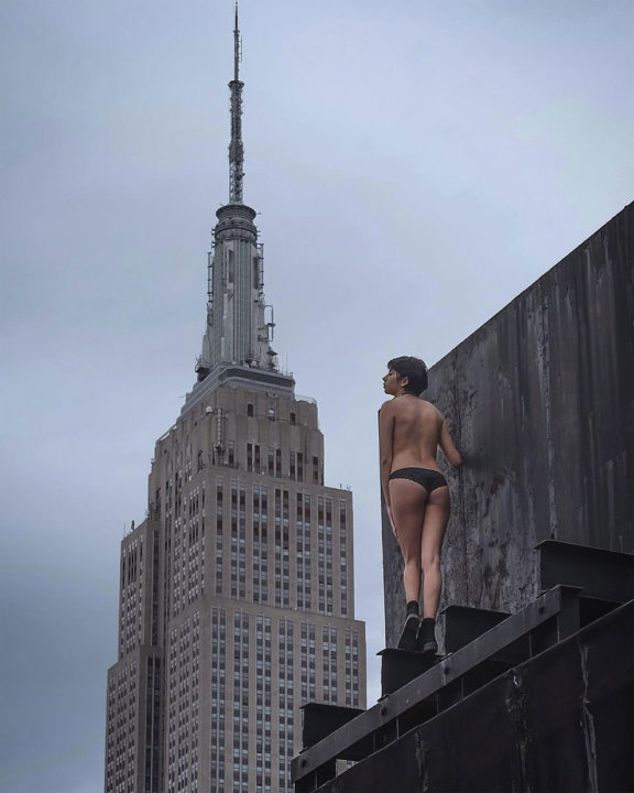 10 152 - Death Defying And Daring Photographs Taken On Edge Of NYC's Tallest Buildings