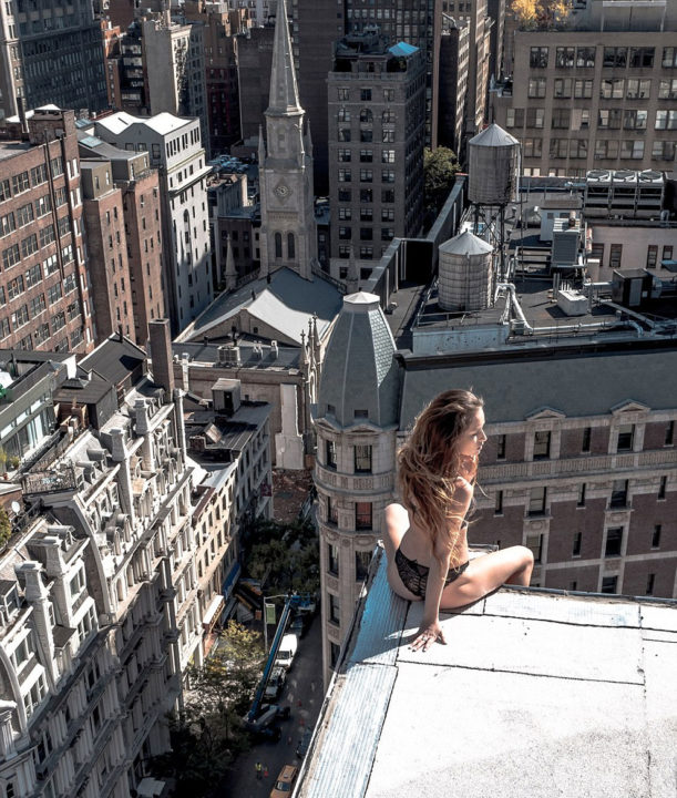 4 194 - Death Defying And Daring Photographs Taken On Edge Of NYC's Tallest Buildings