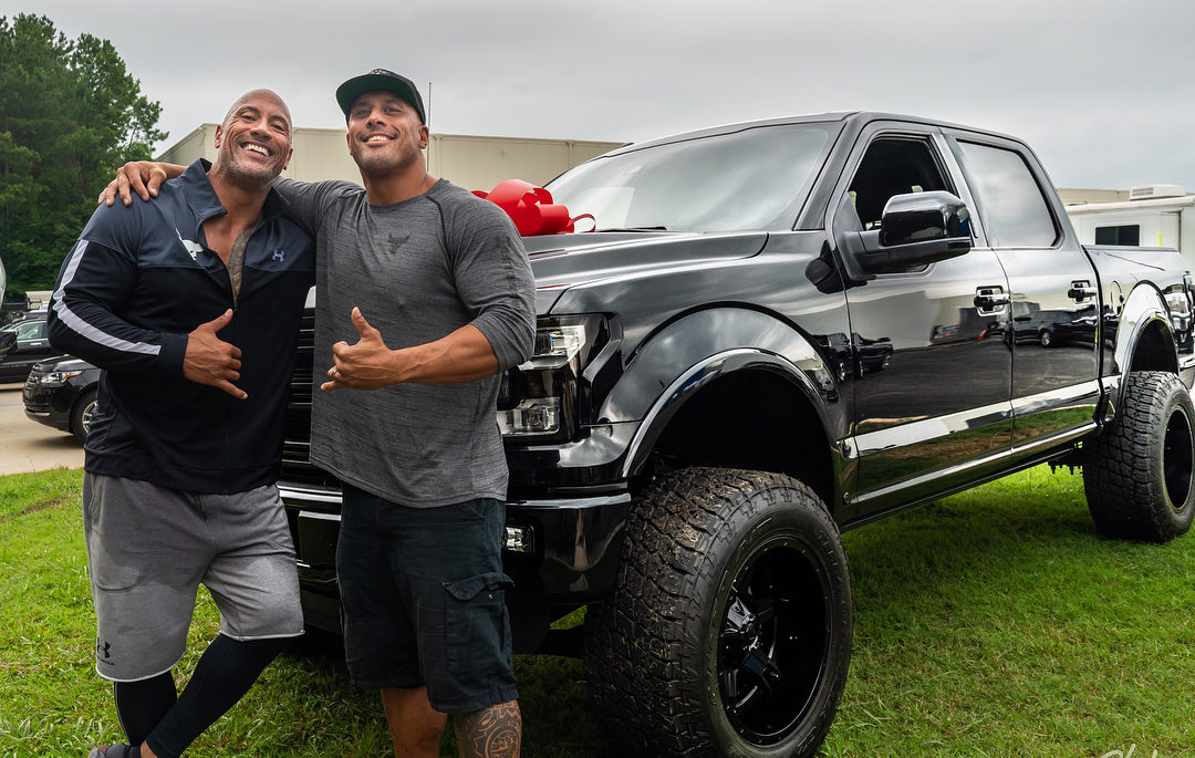 """37406992 1831325003614987 4361524557350174720 n e1533183309821 - Dwayne Johnson 'The Rock' Surprises His """"Twin"""" Stunt Double With A Heart Warming Gift"""