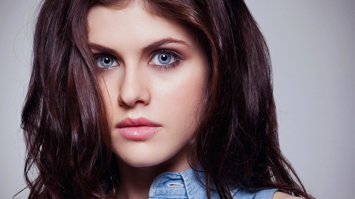 alexandra daddario eyes wallpaper 1 - People With Brown Eyes Actually Have Blue Eyes Under A Layer