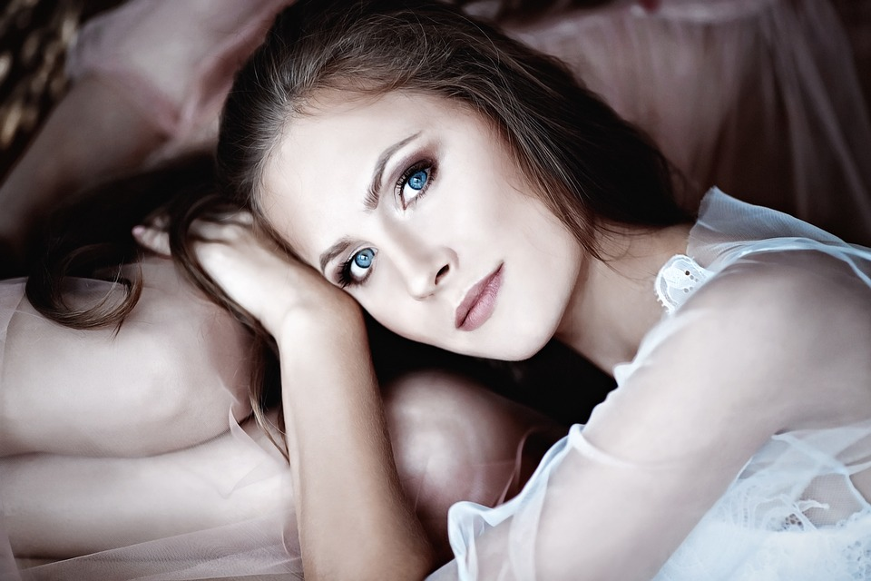 girl 2032802 960 720 - People With Brown Eyes Actually Have Blue Eyes Under A Layer