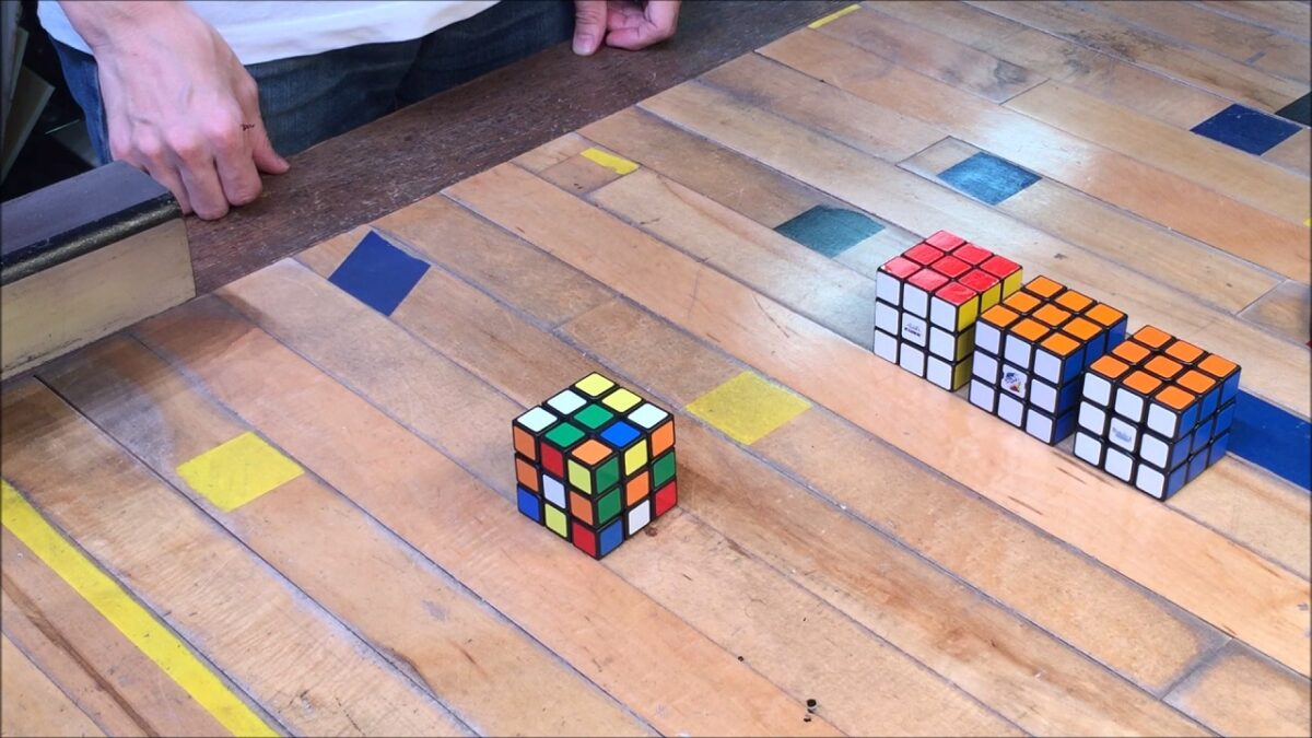 28129 - Japanese Genius Created A Mind Blowing Self Solving Rubik's Cube
