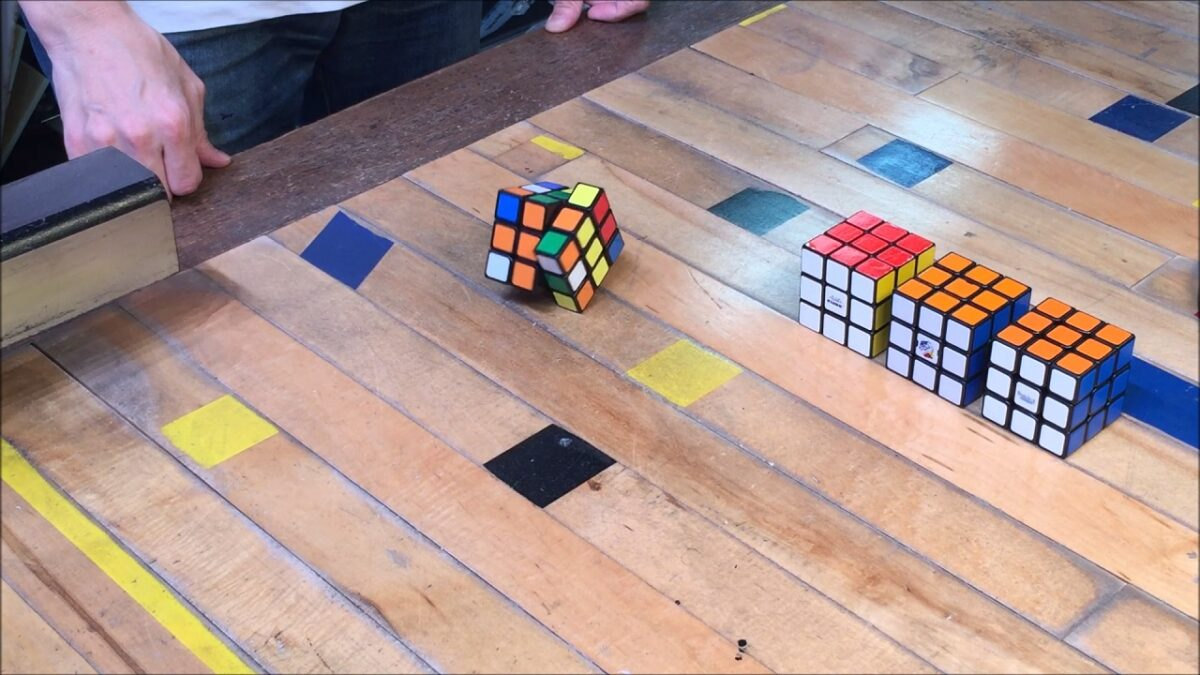 28229 - Japanese Genius Created A Mind Blowing Self Solving Rubik's Cube